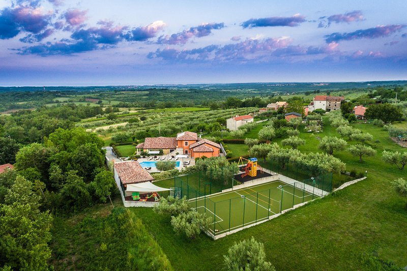 Villa GioAn with Private Playground ⚽ and Sea View ⛵, holiday rental in Kanegra