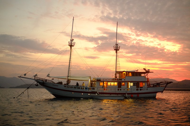 Sinar Pagi Pinisi Liveaboard, vacation rental in West Papua