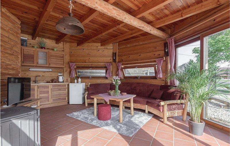 Awesome home in Krizevci pri Ljutomeru with Sauna, WiFi and 1 Bedrooms (SPO143), location de vacances à Kloch