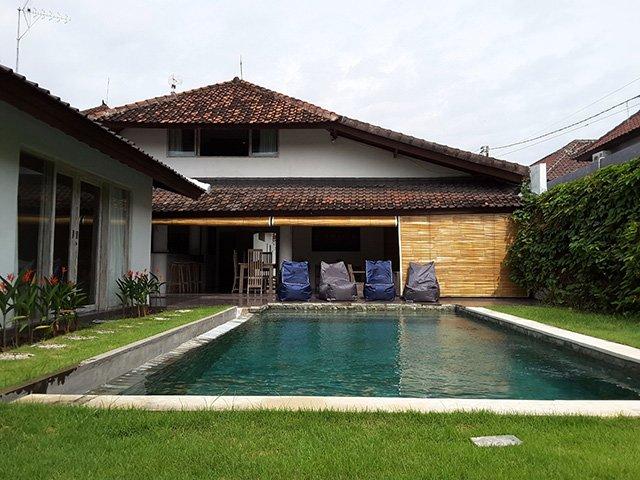 Tropical Villa 4 Bedrooms with Pool, holiday rental in Kerobokan Kaja