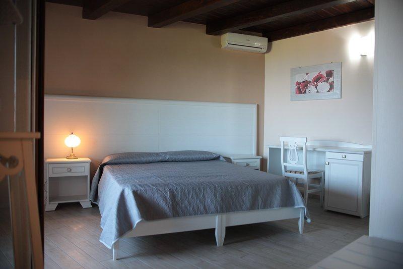 Camera matrimoniale con terrazzino, location de vacances à Drapia