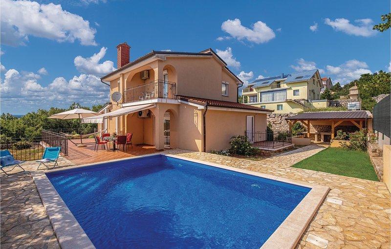 Awesome home in Smrika with WiFi and 4 Bedrooms (CKC999), aluguéis de temporada em Smrika