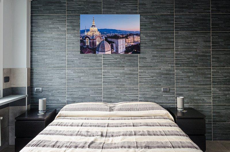 4 Camera matrimoniale con balcone e bagno privato, holiday rental in Mezzenile
