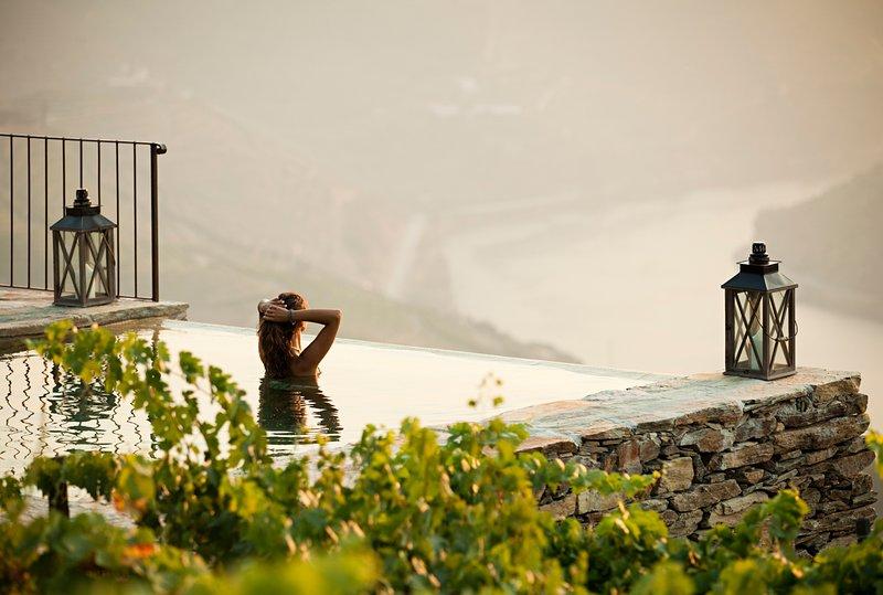 Rendufinho Villa Sleeps 6 with Pool and Air Con - 5774258, casa vacanza a Caldelas