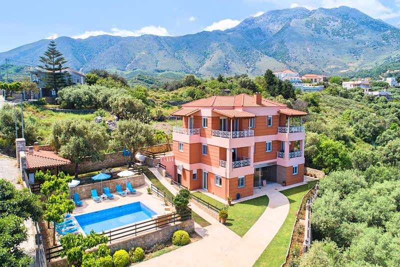 Aqua Mare Villa Heated Pool, vacation rental in Argyroupolis