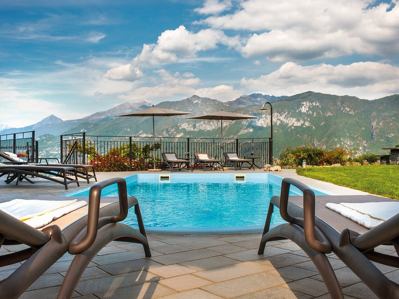 Chevrio Villa Sleeps 8 with Pool Air Con and WiFi - 5248327, vacation rental in Bellagio