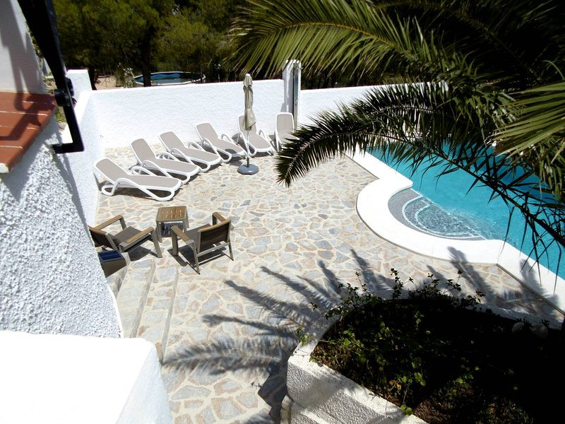 Villa up to 6 persons with beautiful private pool and sea view., holiday rental in Tarbena