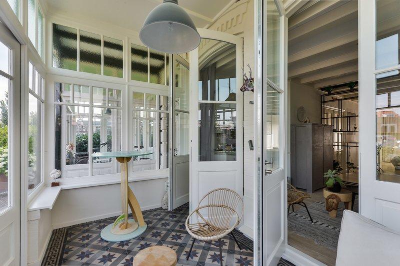 Villa Loft Apartment with Light Garden Room, vakantiewoning in Zandvoort