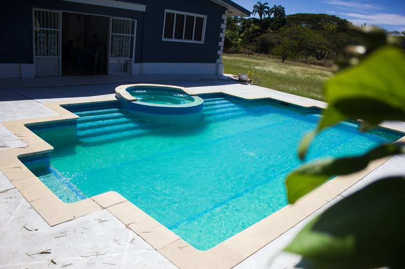 Tobago Villa with private Bon Accord Lagoon dock, No Man's Land access & kayaks – semesterbostad i Bon Accord
