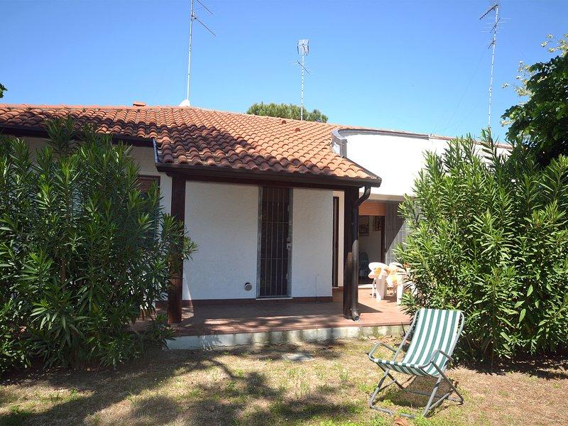 Villa piano terra con giardino in angolo, holiday rental in Ostellato