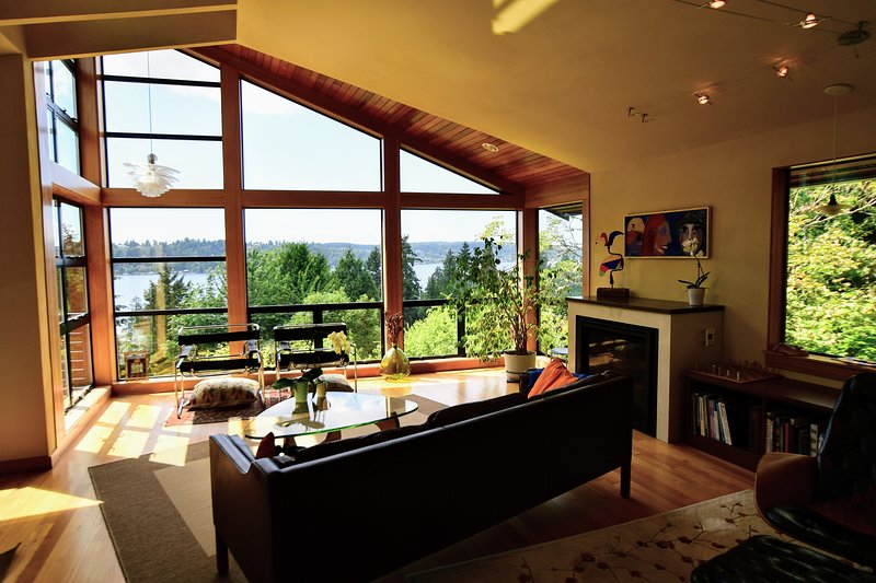 Living with lake views over the tree tops