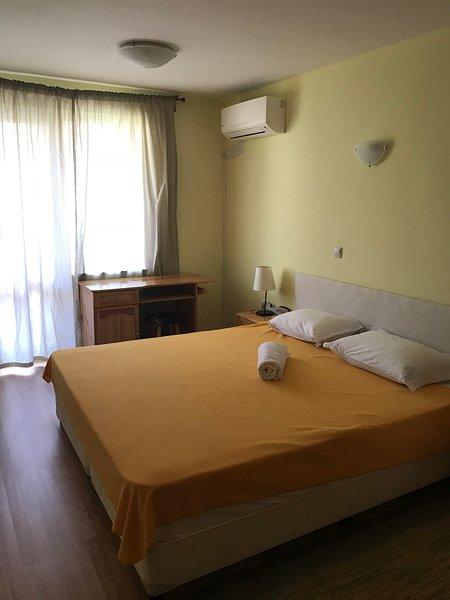 Cosy 2 Bedrooms Appartment Downtown Varna, location de vacances à Aksakovo