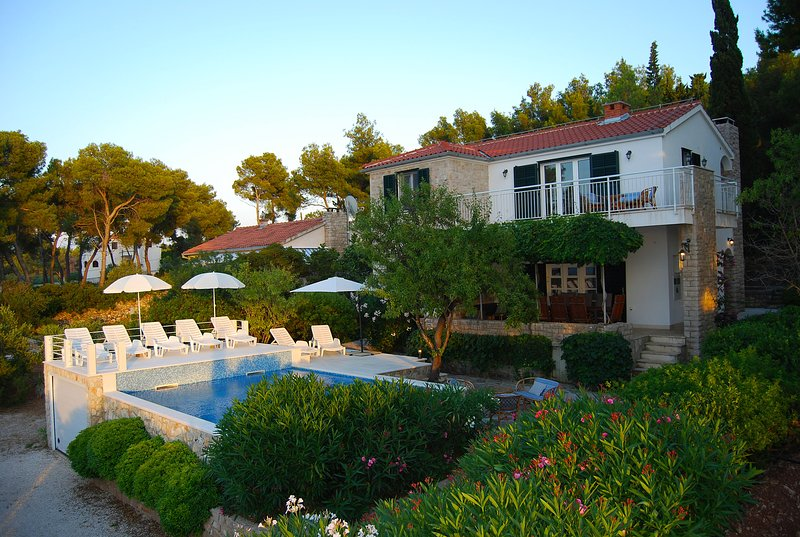 Pool house Julije by the sea, vacation rental in Sutivan