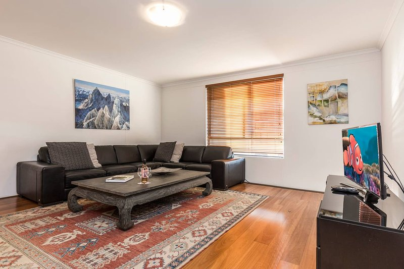 3 Level, 1 Bedroom Apt With Rooftop Terrace, vacation rental in Moore Park