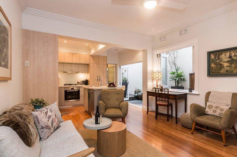Art Deco 2 Bed Sydney/Darlinghurst Gem, holiday rental in Double Bay
