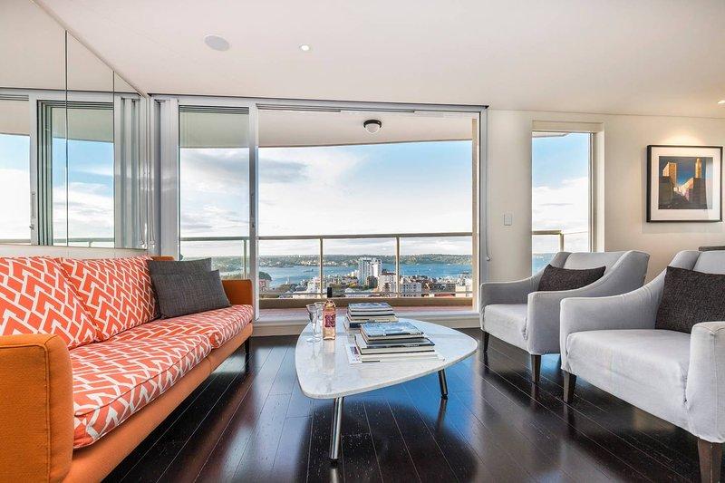 Stunning Luxury Harbour Views 2Bed Apt walk to CBD, holiday rental in Sydney