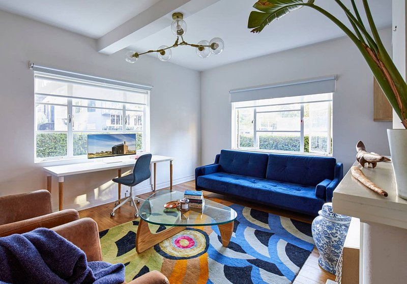 Stylish 1 Bedroom Apt 5 Minutes To Melbourne CBD, holiday rental in South Yarra
