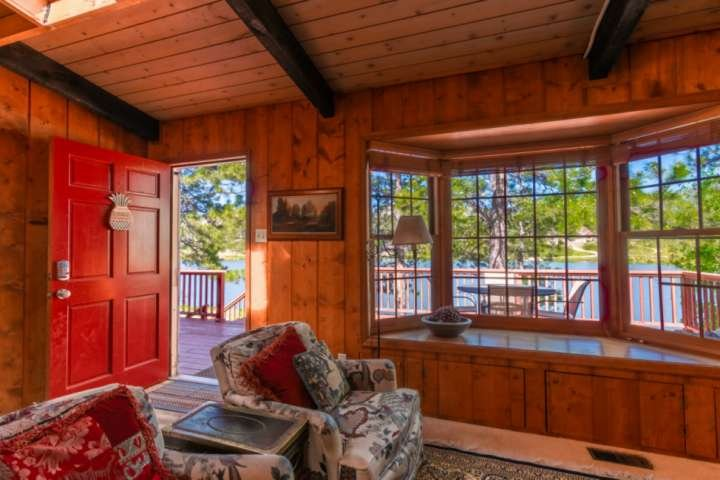 Peaceful Lakefront Mountain House with Mountain Views, Wifi, Grill, Family Frien, alquiler de vacaciones en Woodland Park