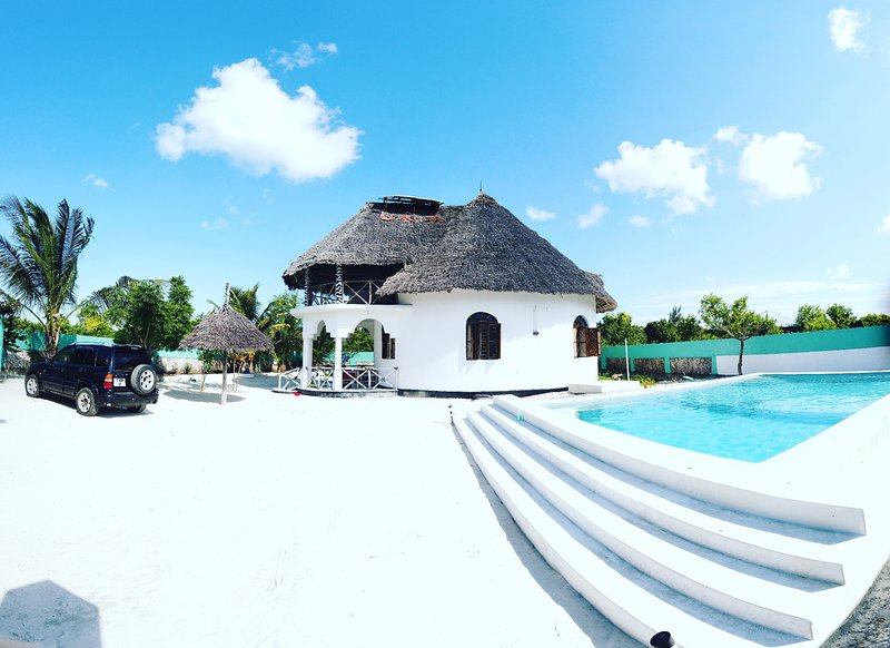Malaika House Eco with Swimmingpool and 600 meters from the Beach, holiday rental in Jambiani