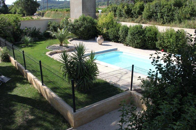 GITE 6/8 PERSONNES AVEC PISCINE EN PROVENCE GARD, holiday rental in Venejan