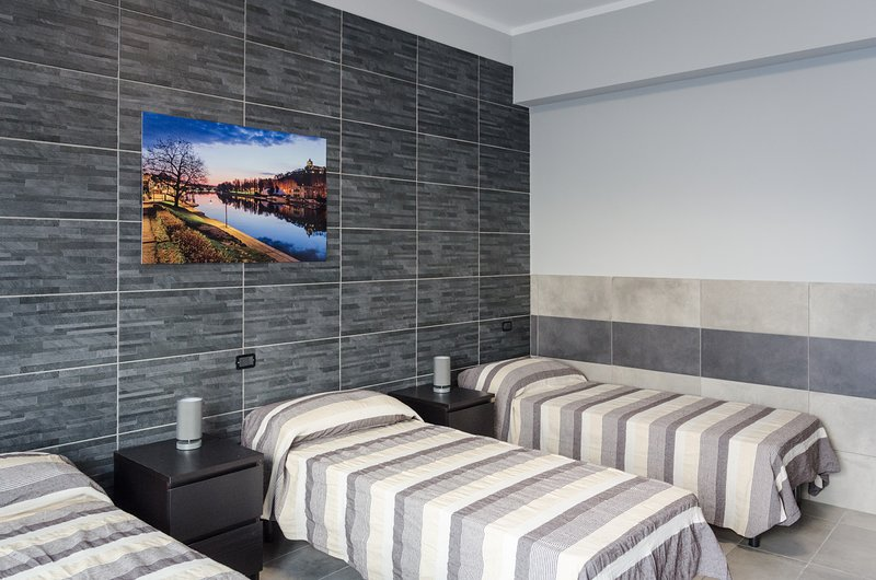 Triple room with balcony and private bathroom with three single beds or one single and one double bed