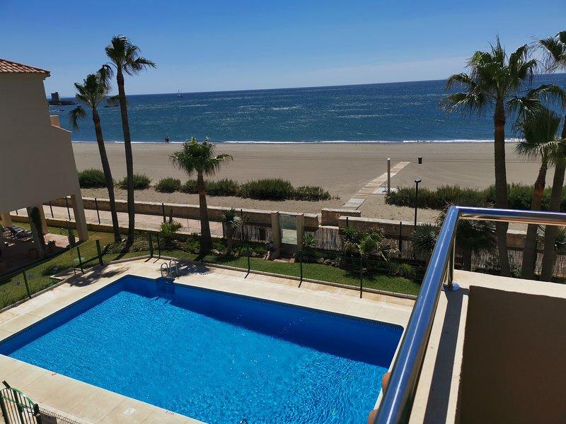 Beach Diamond - fantastic duplex right on the beach close to everything – semesterbostad i Casares