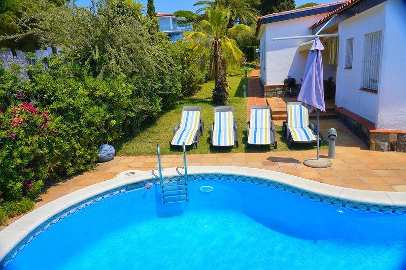 Villa au bord de l'eau avec plage privée – semesterbostad i Tossa de Mar