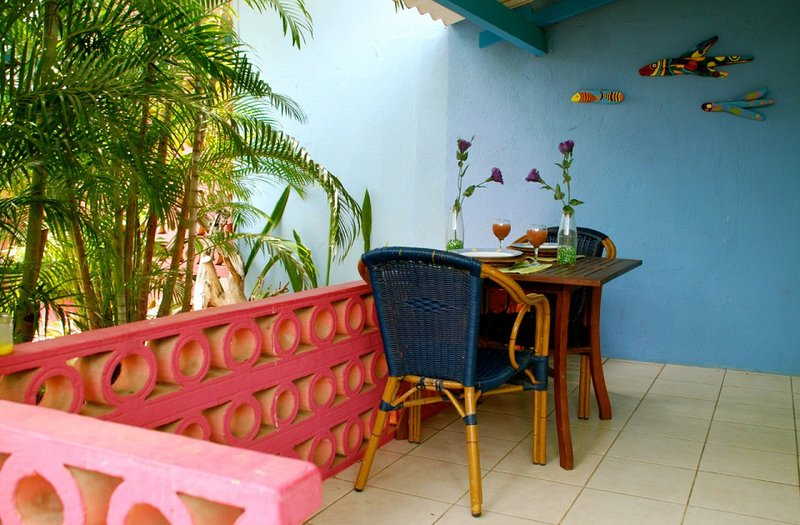 Caribbean Flower Apartments, vacation rental in Dorp Sint Michiel