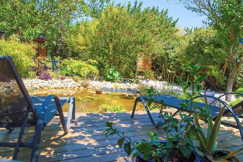La terrasse de la Mare. Une des 3 terrasses privatives du jardin partagé des Ecologîtes.