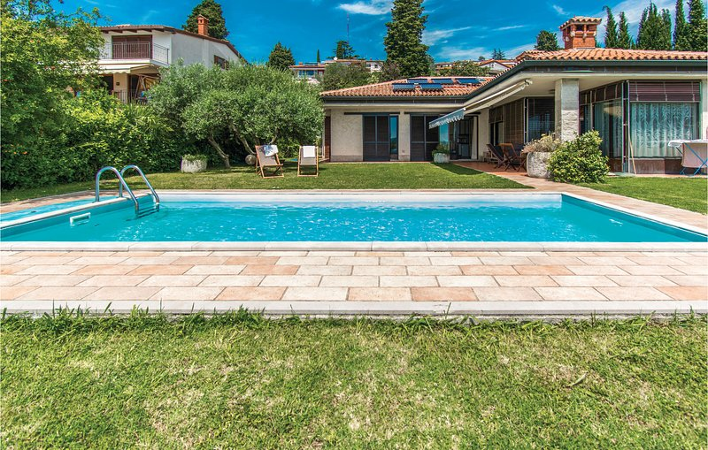 Amazing home in Portoroz with WiFi, Outdoor swimming pool and 3 Bedrooms (SCR300, holiday rental in Portoroz