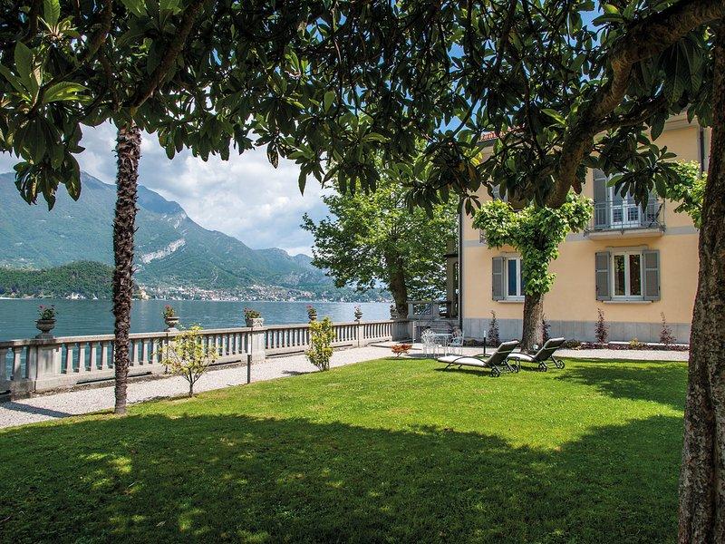 Lezzeno Villa Sleeps 8 with WiFi - 5248325, vacation rental in Lezzeno