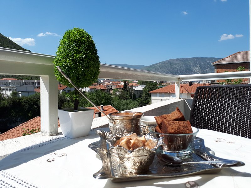 APARTMENT SANJA 3 bedroom/7 beds  beautiful view, alquiler vacacional en Mostar