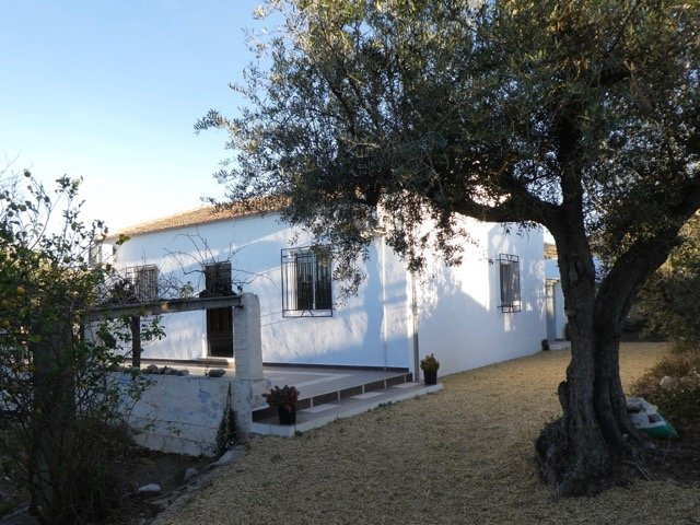 The Bean House, beside a tiny hamlet in rolling fooththills- country comfort!, holiday rental in Velez Blanco