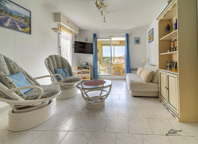T2 en duplex avec terrasse, belles prestations, classé 3*, holiday rental in Six-Fours-les-Plages