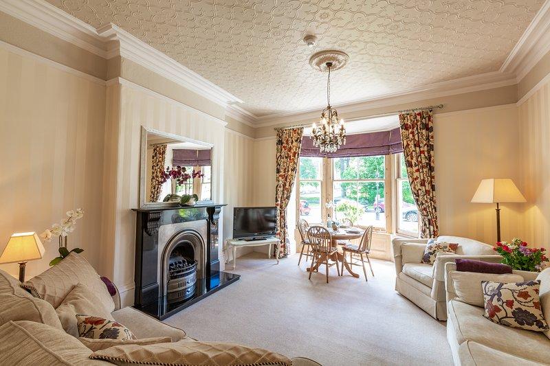 Swan View - Beautiful 1 bedroom apartment Harrogate - prime location - sleeps 4, location de vacances à Bishop Thornton