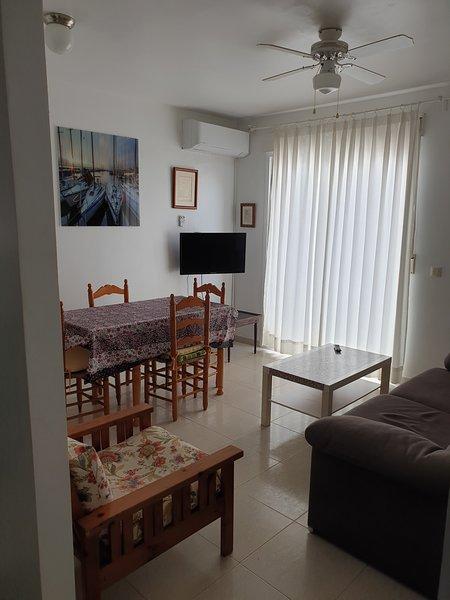 APARTAMENTO CENTRICO CON MUCHA LUZ Y CERCA DE LA PLAYA, holiday rental in Carboneras