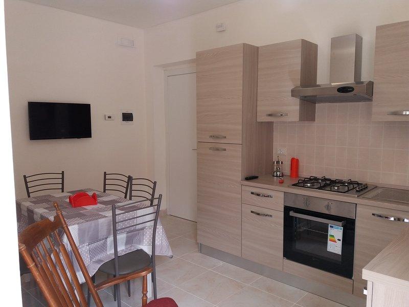 Bivani 100 mt mare nuovo, arredato e indipendente, location de vacances à Acitrezza
