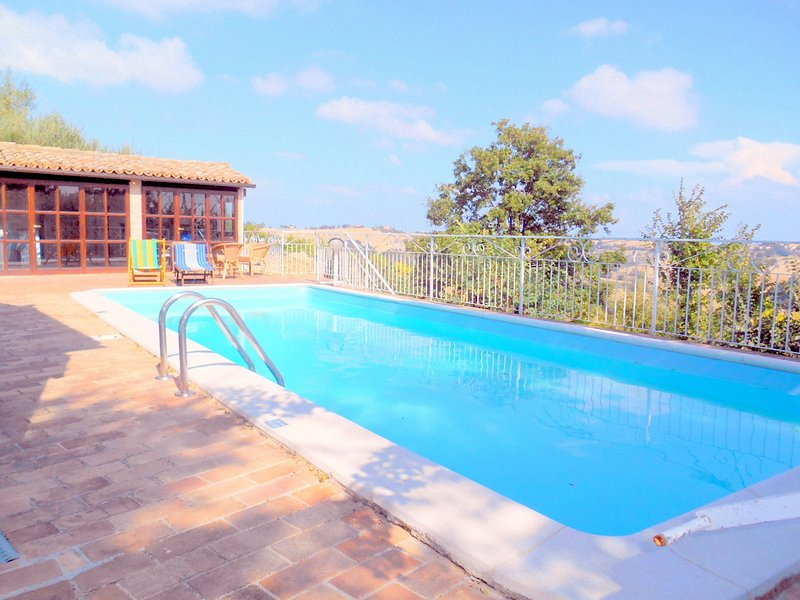 Amazing studio with swimming-pool, vacation rental in Scapezzano