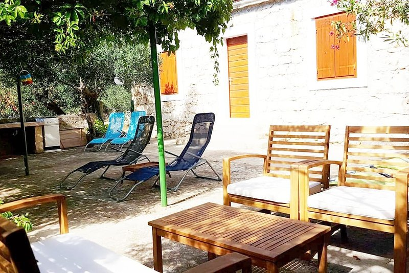 Hvar Stone House by the Beach Milna, vacation rental in Hvar Island