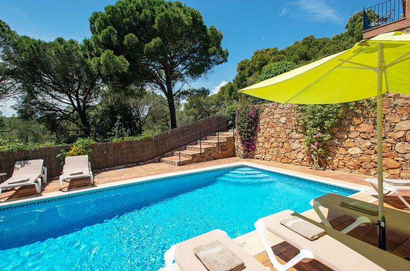Tamariu Villa Sleeps 8 with Pool Air Con and WiFi - 5604549, Ferienwohnung in Tamariu