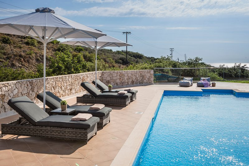 Pieno Di Luce- New top floor apartment with private 107m2 pool in Skala, holiday rental in Skala