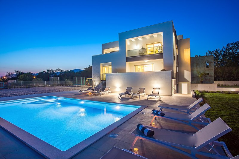 Villa Marijeta exclusive 5 star villa with 50sqm heated pool and 6 bedrooms, holiday rental in Dugopolje