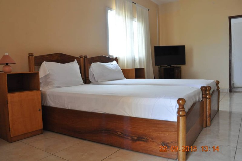 Garvey Lodge is a tranquil guest house set in the heart of Brufut near the sea., casa vacanza a Batokunku