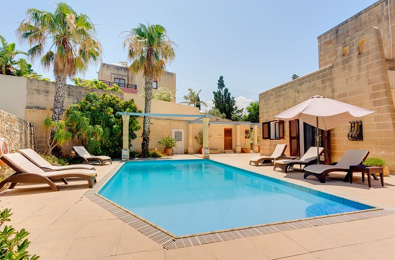 Superlative 4 Bedroom Villa with Private Pool (ENHANCED CLEANING PROTOCOL), location de vacances à Naxxar