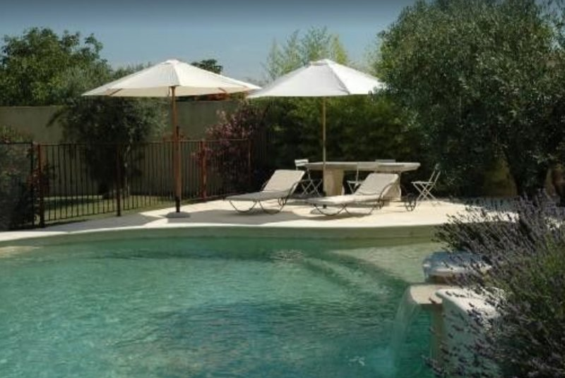 Amazing house with pool access, holiday rental in Velleron