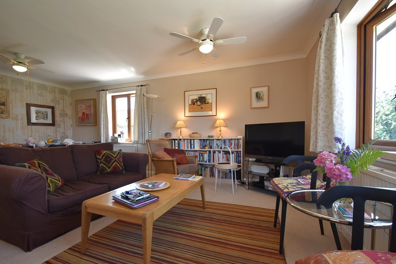 Stoats Old River Way, Sleeps 9, Dog friendly Holiday Cottage, vacation rental in Icklesham