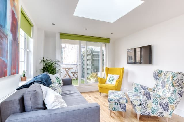Central Bright 3 Bed Flat. Pool & Secure Parking, vacation rental in Edinburgh