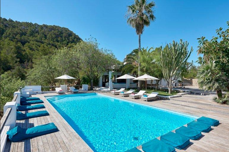 Catalunya Casas: Elegant Villa Nova in Ibiza with beautiful views!, location de vacances à Es Canar