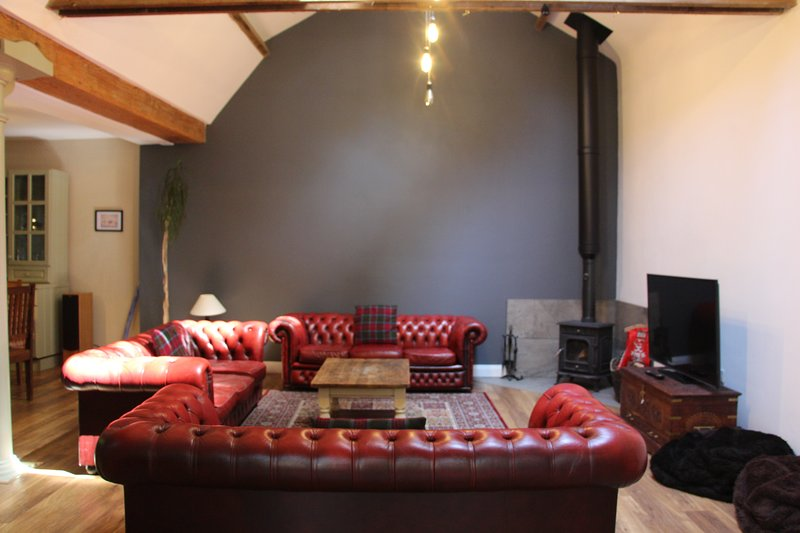 The Old Stables:Hot Tub, Games Room, Off Street Parking & Close to the Sea, vacation rental in Colwyn Bay