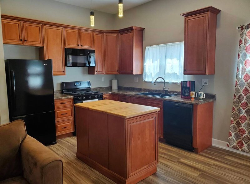 Beautiful one bedroom guesthouse located 3 blocks from the Frontier Days arena., holiday rental in Cheyenne